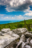 Boulders and eastern view of the Appalachian Mountains from Bear Royalty Free Stock Photos