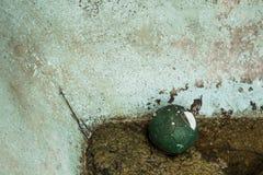 Boule abandonnée photographie stock