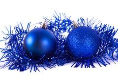 Boule bleue de Noël avec la tresse Image libre de droits