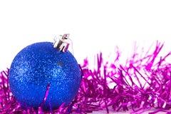 Boule bleue de Noël avec la tresse Photos libres de droits