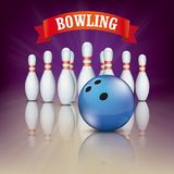 Boule bleue Pin Deck Pins Red Ribbon de bowling pourpre Photographie stock