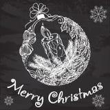 Boule décorative de Noël avec une bougie et une guirlande de gui Image stock