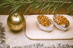 Boule d'or de deux gâteaux Photos stock