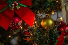 Boule d'ornement de Noël décorative Photo stock
