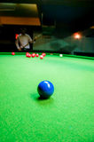 Boule de billard sur la table Image stock
