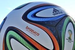Boule de Brasilia de match de championnat du football du monde Images libres de droits