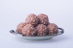 boule de chocolat ou bonbon de chocolat sur un fond Photos stock