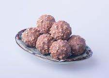 boule de chocolat ou bonbon de chocolat sur un fond Photo stock
