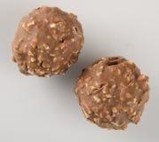 boule de chocolat ou bonbon de chocolat sur un fond Photographie stock