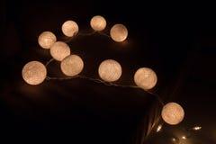 Boule de coton légère colorée, lumière de ficelle sur le coton de boule Image libre de droits