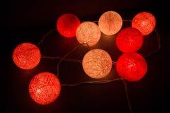 Boule de coton légère colorée, lumière de ficelle sur le coton de boule Photos stock