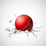Boule de cricket tombant sur la fente de fabrication moulue Photographie stock