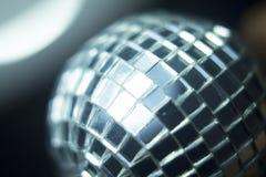 Boule de disco dans la boîte de nuit de partie Photo stock