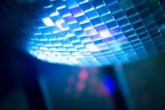 Boule de disco dans la boîte de nuit de partie de musique de maison d'Ibiza Photos stock