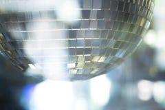 Boule de disco dans la boîte de nuit de partie de musique de maison d'Ibiza Photographie stock