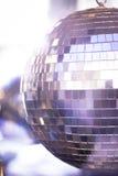 Boule de disco dans la boîte de nuit de partie de musique de maison d'Ibiza Images stock