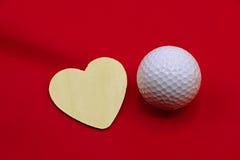 Boule de golf avec la lettre d'amour sur le fond blanc Images libres de droits