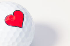 Boule de golf blanche avec le coeur rouge Photo libre de droits