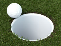 Boule de golf sur la lèvre de la tasse Photo libre de droits