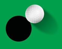 Boule de golf sur le vert Photos libres de droits