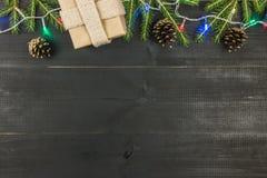 Boule de neige-chandelier Vue supérieure, configuration plate, l'espace de copie Cadeau, brunces impeccables, lumières, cônes images libres de droits