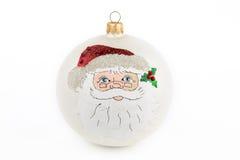 Boule de Noël avec Santa peintes à la main, d'isolement sur le dos de blanc Photographie stock