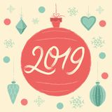 Boule 2019 de Noël Carte de voeux de Joyeux Noël et d'an neuf heureux image stock