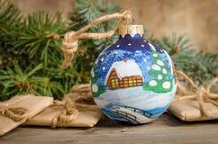 boule de Noël et correspondance peintes de vacances photos libres de droits