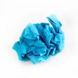Boule de papier chiffonnée d'isolement sur le fond blanc image stock