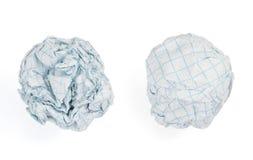 Boule de papier chiffonnée sur le fond blanc Photographie stock libre de droits