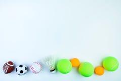 Boule de ping-pong, jouet du football, volant, balle de tennis, Basketbal Photo stock