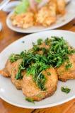 Boule de poissons épicée frite par style thaïlandais photo stock