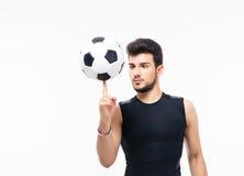 Boule de rotation de footballeur sur son doigt Image stock