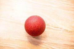 Boule de rouge de Noël Photographie stock libre de droits