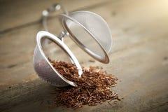 Boule de thé avec le thé de rooibos Images libres de droits