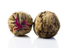 Boule de thé chinoise de vert aromatique de fleur photo libre de droits