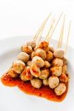 Boule de viande avec de la sauce épicée Images stock
