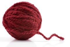 Boule des fils de laine sur un blanc Photos libres de droits