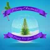Boule en verre de neige avec l'arbre de Noël, Joyeux Noël Photographie stock