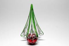 Boule en verre de rouge d'arbre de Noël Image libre de droits