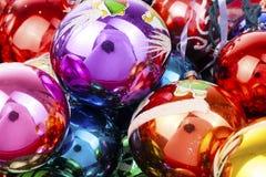 Boule en verre de texture de boule de babioles de babiole de Noël vraie Les boules de Noël, célèbrent des vacances de Noël avec b Photo libre de droits