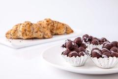 Boule et petit pain de chocolat Image libre de droits