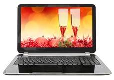 Boule et verres rouges sur l'écran de l'ordinateur portable Image stock