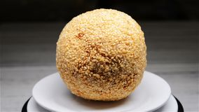 Boule frite chinoise de sésame de rotatingtraditional moisi de petits pains clips vidéos