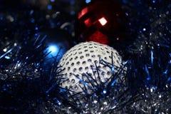 Boule lumineuse de joie d'amusement de vacances de Mesure de boule de Noël de décoration de Noël de nouvelle année photographie stock libre de droits