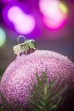 Boule pourpre de Noël Photo libre de droits