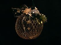 Boule réticulée d'arbre de Noël image stock