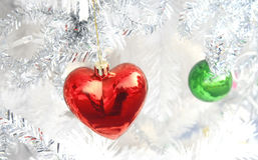 Boule rouge de coeur, Noël Photo libre de droits