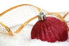 Boule rouge de Noël photographie stock libre de droits