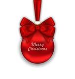 Boule rouge de Noël réaliste avec le ruban d'arc de satin illustration de vecteur